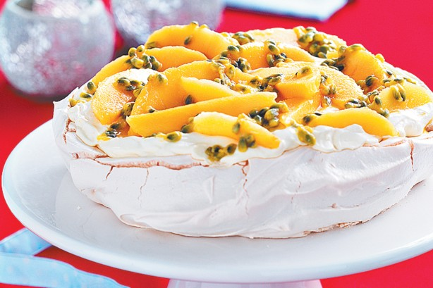 christmas-passionfruit-mango-pavlova